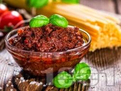 Песто росо - червено песто със сушени домати, люти чушки и бадеми - снимка на рецептата